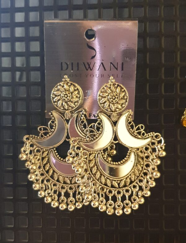 Stylish mirror earring