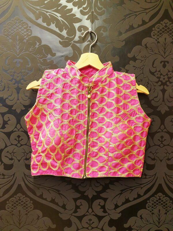 Saree blouse with embroidery