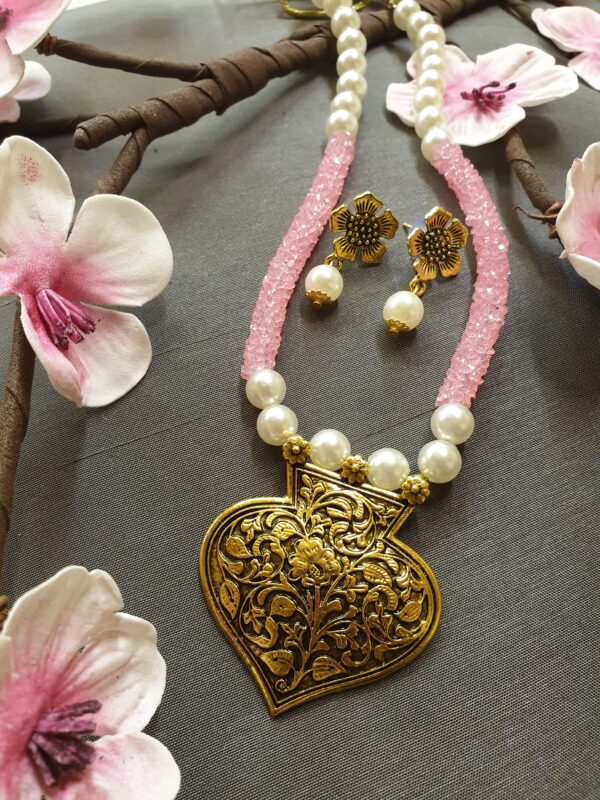 Antique gold colour necklace