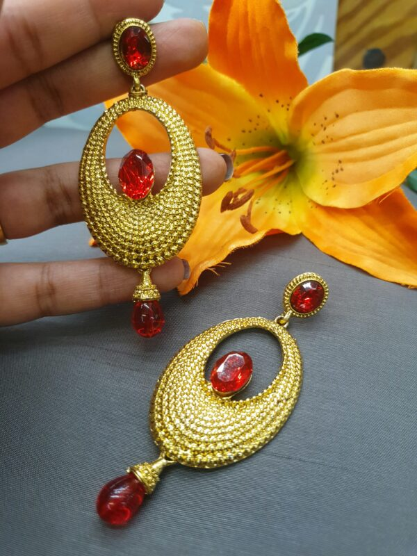 Gold oval earring